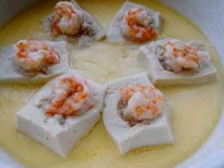 特色【虾仁酿豆腐】,蒸好了。