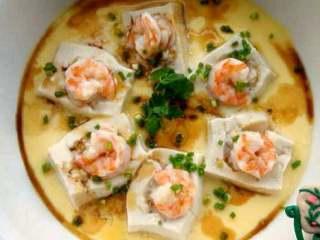 特色【虾仁酿豆腐】,好了可以吃了。