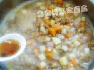 可爱饭团泡汤熊,待汤汁浓稠时加入一勺蚝油翻炒几下即可。
