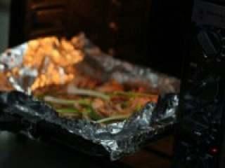 烤鱿鱼,在放进烤箱烤15分钟就可以了。