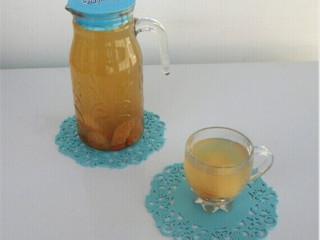 冰糖雪梨,梨和水一起吃掉哦。