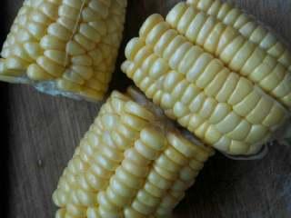 大骨头山药汤,玉米切块