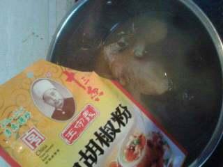 香菇鸽子汤,胡椒粉