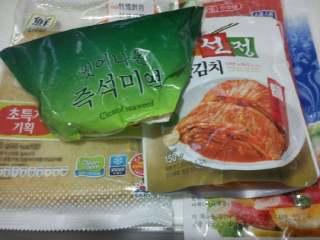 【韩式部队火锅】, 准备干海带,鱼饼,蟹棒,辣白菜。