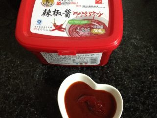 石锅拌饭,准备一大勺韩国辣椒酱和饭一起拌着吃