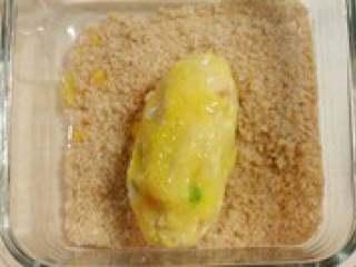 日式土豆可乐饼,最后裹一层面包屑,以是不要太厚否则不好吃。