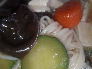 黄瓜豆腐木耳面,放适量盐,出锅喽