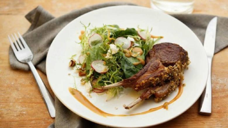 法式羊排与菠菜萨拉