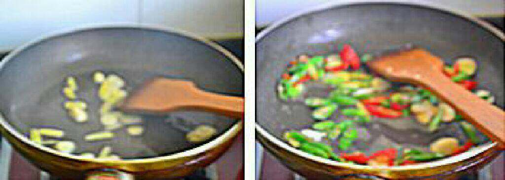 香辣猪肚条,炒锅烧热下油,放入蒜片和姜丝煸香。 倒入青红抗椒。