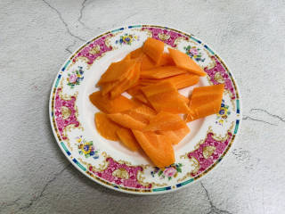 杂炒蔬菜,胡萝卜洗净去皮切片