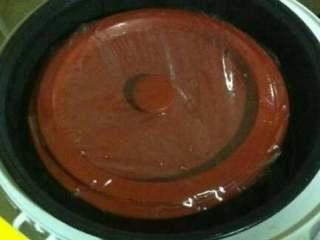 鳝肚红枣桂圆汤,放入炖盅,保鲜膜盖上。