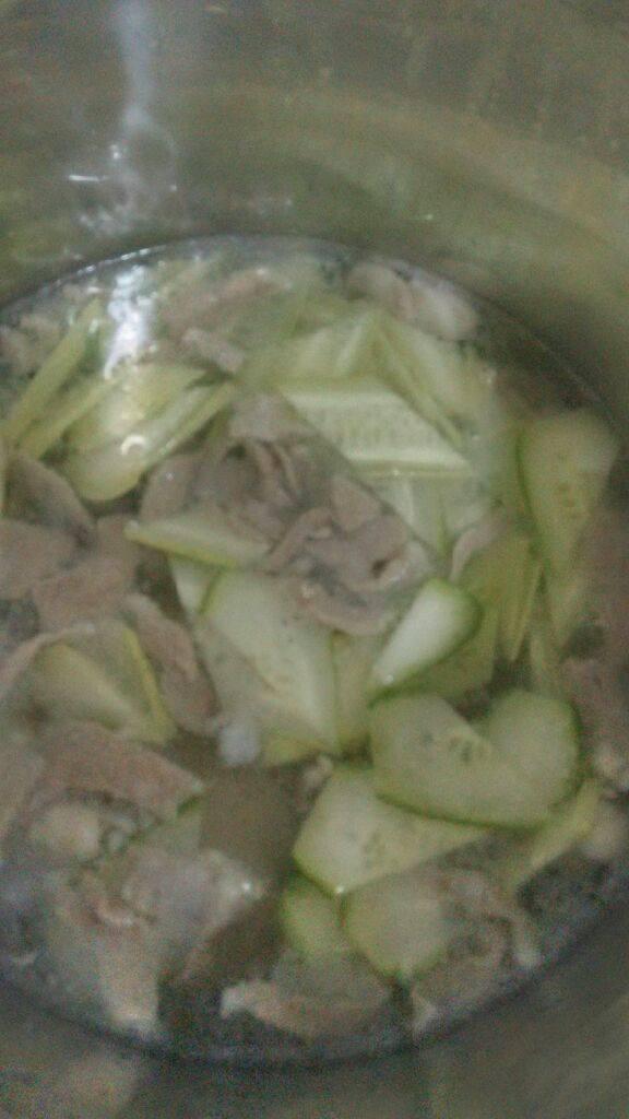 电饭煲青瓜瘦肉汤