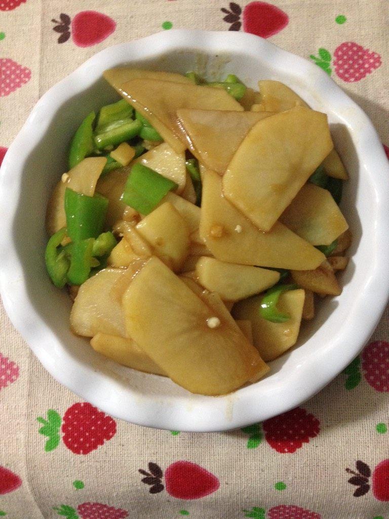 尖椒土豆片,如图翻炒即可出锅