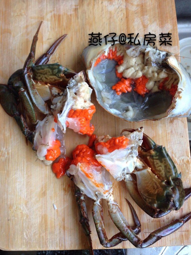 红鲟糯米焖饭,如图<a style='color:red;display:inline-block;' href='/shicai/ 1720'>红鲟</a>外壳用牙刷洗干净,去除内脏筛,切四块,备用。