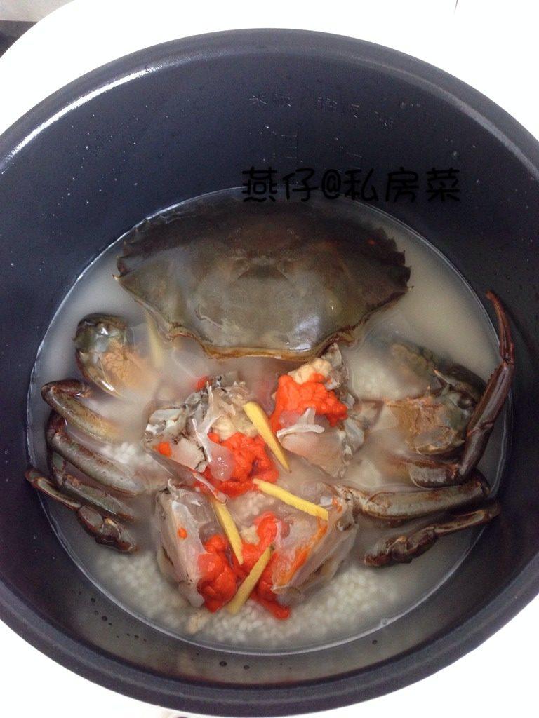 红鲟糯米焖饭,如图<a style='color:red;display:inline-block;' href='/shicai/ 498'>糯米</a>洗净泡水半小时,摆上红鲟,放上姜丝,盖上电饭煲,按煮饭,就可以了。