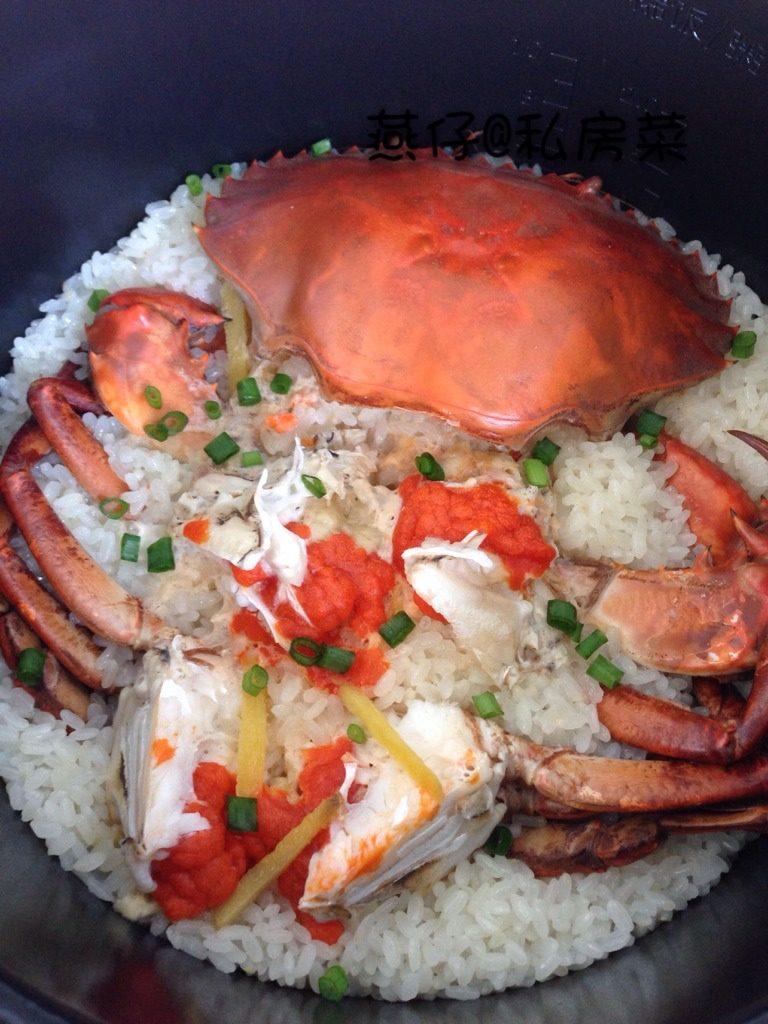 红鲟糯米焖饭,如图煮熟后撒上葱花,即可。