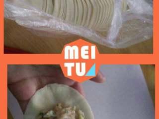 猪肉大葱水饺,一斤饺子皮做一斤饺子馅,开始包了