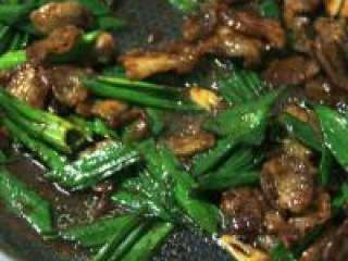 盐煎肉, 到青蒜香味出来即可出盘了。