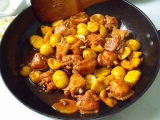 板栗焖鸡翅,大火收汁。
