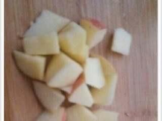 猕猴桃苹果汁,苹果切小块,【我不喜欢去皮,】