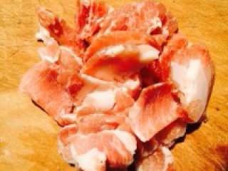 木须肉,猪肉切片备用。
