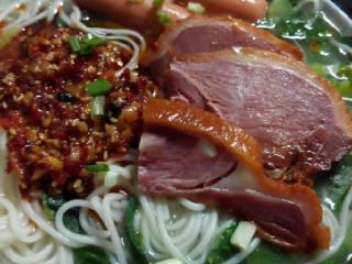 鸭肉火腿青菜汤面