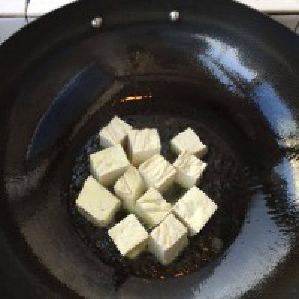 香煎豆腐的做法和步骤第1张图