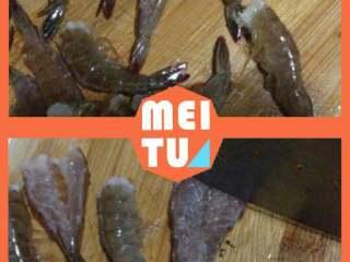 """【芙蓉虾】-蒸""""的鲜美! ,鲜活虾去虾头和虾肠,开背。用刀轻轻切一下虾肉,不要切断,防止虾在蒸熟后扭曲。"""