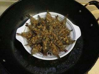 """【芙蓉虾】-蒸""""的鲜美! ,蒸锅大火煮开水放入虾。"""