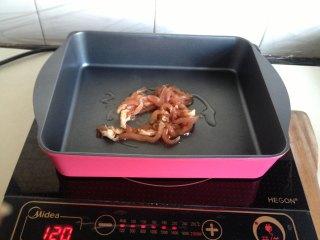 豆干榨菜炒毛豆,起油锅煸炒肉丝变色