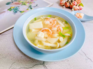 海鲜菇豆腐汤,海鲜菇豆腐汤,鲜美可口,营养丰富!