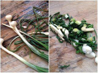 凉拌椿菜,野葱切好放进椿葱里