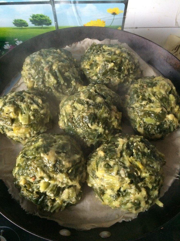 菠菜团子,如图冷水上锅,大火开锅蒸十五分钟即可