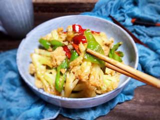 青椒炒花菜,即可食用