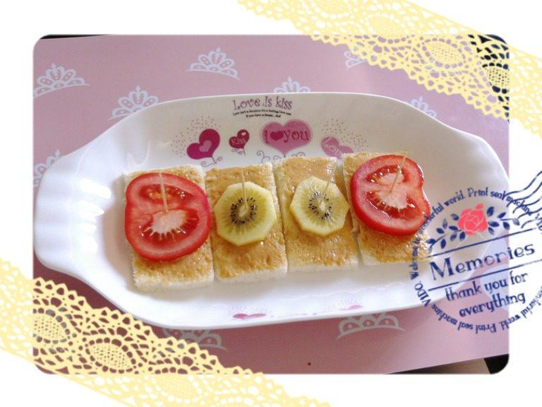 奇妙心情-奇异果(猕猴桃)西红柿花生酱三文治