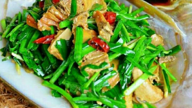自制韭菜炒河蚌