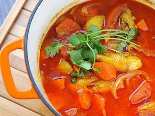 红咖喱鸡肉炖杂蔬,完成