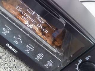 孜然猪肉串,200度烤15分钟。