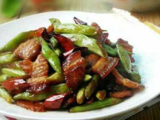 五花肉炒四季豆