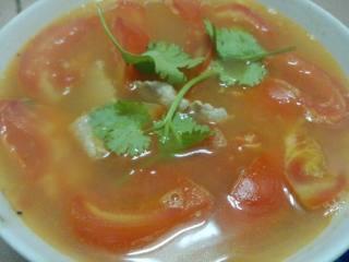番茄瘦肉汤,倒出锅洒上香菜即可