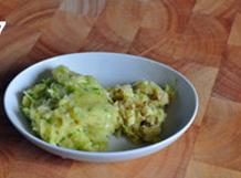 自制辣白菜,大蒜和生姜捣烂成泥(或用料理机打成泥),备用