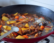 八宝豆豉焖羊肉,尝味儿后加入少许盐调味,即可!