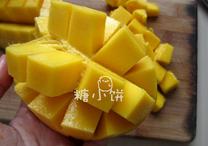 杨枝甘露,芒果十字花刀切块取果肉
