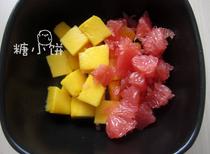 杨枝甘露,另一只芒果也切块,西柚剥出果肉