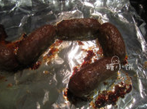 黑椒牛肉脆皮肠,煎熟烤熟煮熟都行,一次性吃不完的可以直接冷冻保存