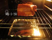 7分烤牛肉,送入预热好190℃的烤箱中,循环热风烤45分钟