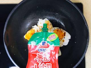 糖醋鸡蛋,挤入番茄沙司