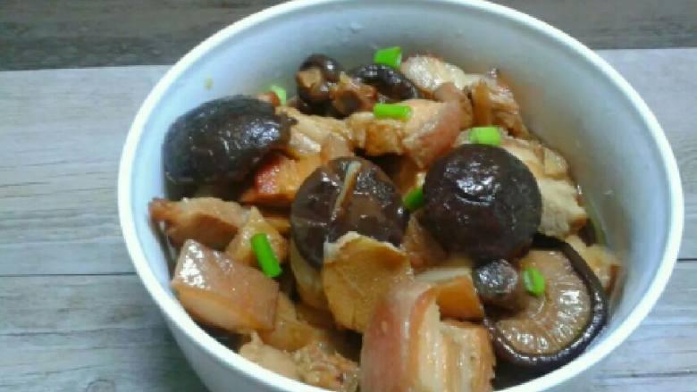 香菇焖五花肉