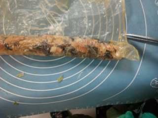 素菜卷,往回卷以后用剪刀剪去多余腐皮