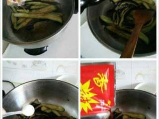 【家常菜】酱茄子,放适量十三香,酱油,盐,香辣酱